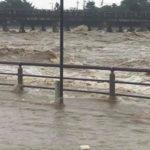 桂川が氾濫危険水位超えた!現地写真。渡月橋が危険。